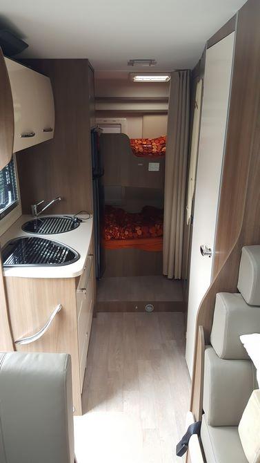 Arrière du camping-car Challenger Genesis M15 (À louer à Liège; Belgique)